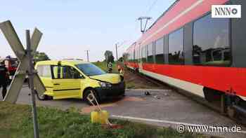 Transporter von Regionalzug erfasst – Retter im Großeinsatz