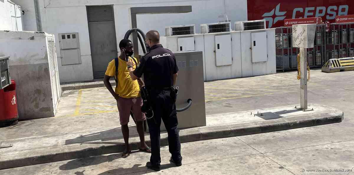 La inmigración incontrolada amenaza el progreso del puerto de Ceuta - Ceuta Actualidad