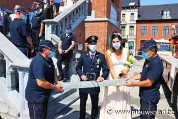 Collega's verrassen trouwende brandweerman (Maldegem) - Het Nieuwsblad