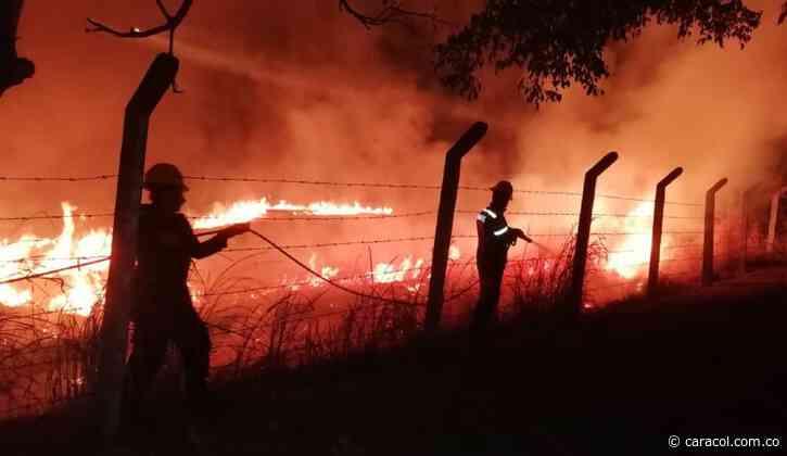 Más de 70 hectáreas afectadas por incendio en Nimaima, Cundinamarca - Caracol Radio