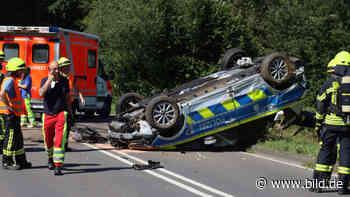Drei verletzte Polizisten in Olpe (NRW) - Blaulicht-Fahrt endet auf dem Dach - BILD