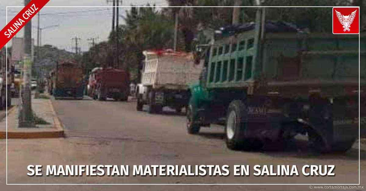 Se manifiestan materialistas en Salina Cruz - Cortamortaja, Agencia de Noticias