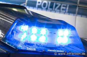 Würzburg: Lastwagen kippt um und klemmt Person ein - Feuerwehr im Einsatz