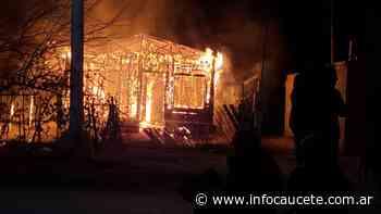 Ardió una casa en Villa Dolores: creen que fue intencional - Infocaucete