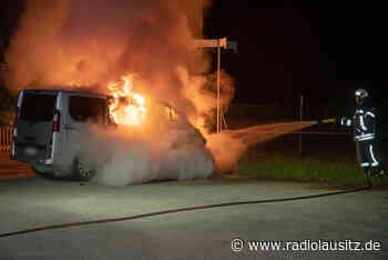 Kleinbus brennt in Bischofswerda - Radio Lausitz