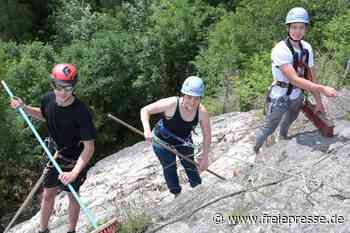 Kletterer putzen Eibenstocker Felsen - Freie Presse