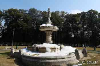 IMAGES. La fontaine Popée de la place De Gaulle à Bayeux remplie de mousse - actu.fr