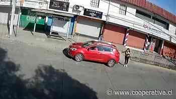 Captan impactante robo de auto a mujer en La Florida - Cooperativa.cl
