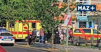 Radlerin stürzt zu Schulbeginn vor der Fontaneschule in Neuruppin - Märkische Allgemeine Zeitung