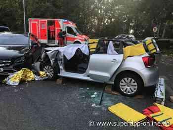Schwerer Crash in Haan: 61-Jährige aus Mettmann in Auto eingeklemmt - Kreis Mettmann - Supertipp Online