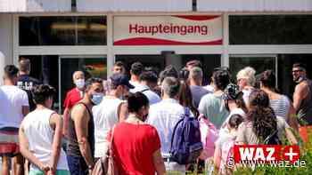 Polizei muss Schlange vor Freibad in Gelsenkirchen auflösen - WAZ News