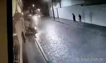 VÍDEO: câmeras de segurança filmaram dois homens roubando motocicleta em Itabaiana - Portal Itnet