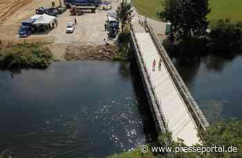 """THW Bayern: Bailey-Behelfsbrücke ersetzt eingestürzte """"Weiße Brücke"""" bei Cham. - Presseportal.de"""