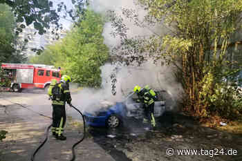 Chemnitz: Auto in Hutholz in Flammen - TAG24