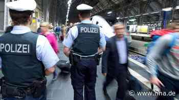Kassel: Mann pinkelt mitten auf Straßenbahngleise - dann nimmt er die Polizei ins Visier - hna.de