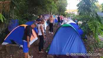 Aumenta el grupo de cubanos que pide cruzar de Costa Rica a Nicaragua, en camino hacia EEUU - Diario de Cuba