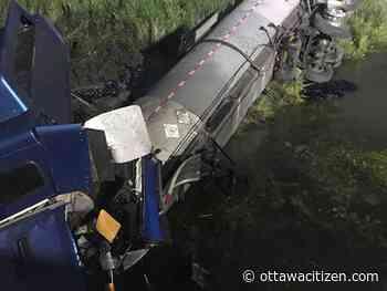 Kingston 401 crash spills fuel, tar into sensitive wetland