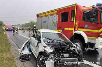 A70 bei Schweinfurt: Auto kommt von nasser Fahrbahn ab und überschlägt sich - Fahrerin schwer verletzt