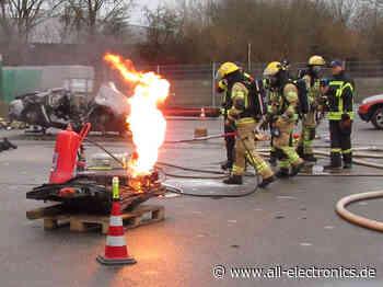 So kann die Feuerwehr Elektro- und Hybridfahrzeuge löschen - All-Electronics