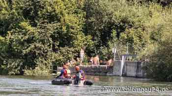 Altenmarkt an der Alz: Rettungseinsatz Wasserwacht mit Hubschrauber - Jugendliche von Strömung mitgerissen - chiemgau24.de