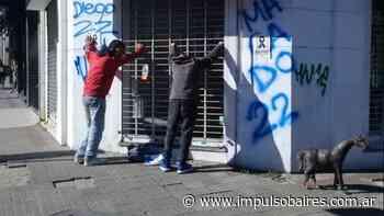 Quisieron robar una estatua de un caballo frente al Pasaje Dardo Rocha y los detuvieron - Impulso Baires