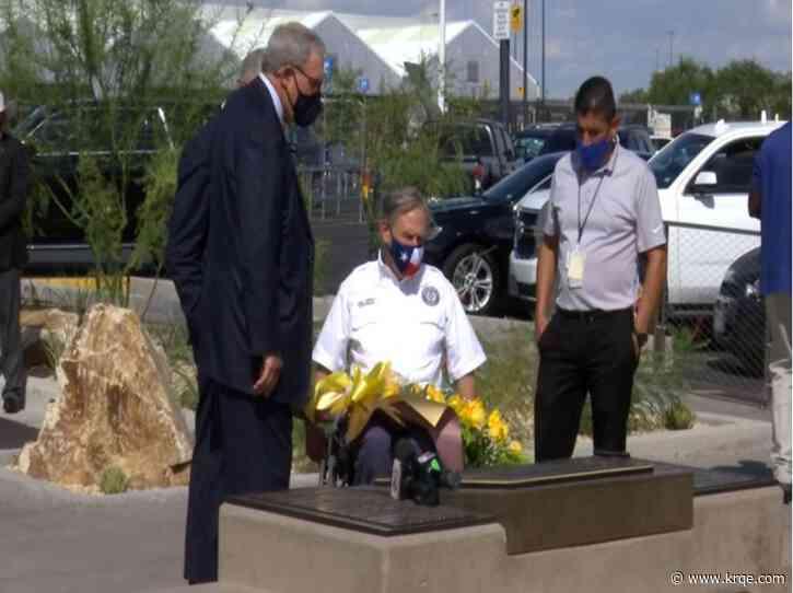 Gov. Abbott visits memorial site of August 3 victims