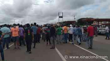 Más de mil conductores amanecieron en cola a la espera de gasolina en Valle de La Pascua - El Nacional