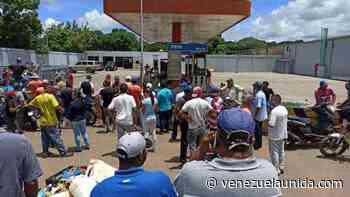 Conductores de Valle de la Pascua no quieren a la GNB custodiando estaciones de servicio - http://venezuelaunida.com/