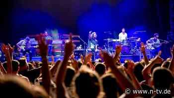 Massenexperiment mit Tim Bendzko: Konzerte trotz Corona - wie soll das gehen?