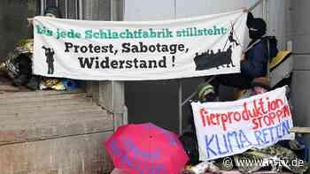 Nach Protest gegen Billigfleisch: Tönnies bittet Tierschützer zur Kasse