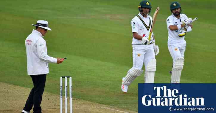 Bad-light rules frustrate England and Stuart Broad as Pakistan dig deep