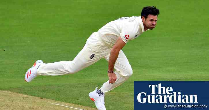 Jimmy Anderson calls for more leeway over bad light after frustrating day