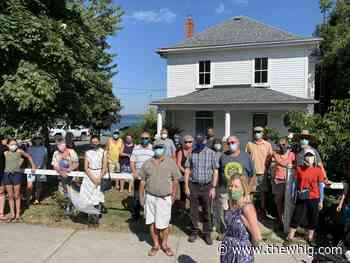 Wolfe Island residents rally to protect house from demolition - The Kingston Whig-Standard