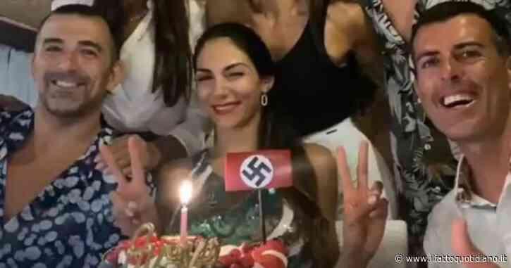 Serena Enardu, foto con svastica nazista assieme alla sorella Elga: scoppia la polemica, costrette a scusarsi