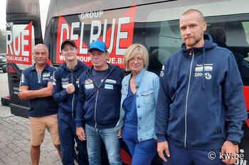 Delfine Persoon en team met bestelbusje vertrokken richting wereldtitelkamp