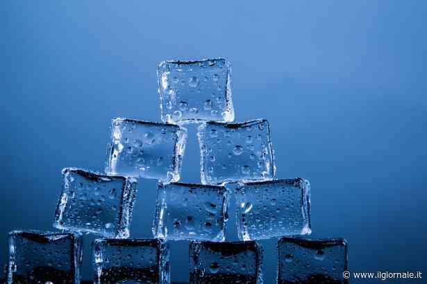 Come ottenere il ghiaccio dall'acqua bollente