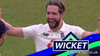 England v Pakistan: Alam out on review as Woakes takes wicket