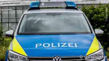 Reichshof (NRW): Fahrerin (30) stirbt in brennendem Auto - BILD