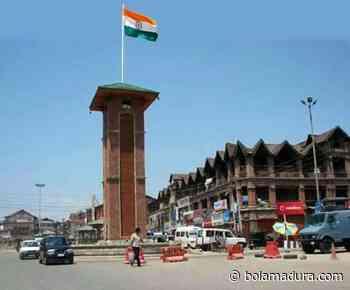 Pemeriksaan Fakta: Gambar yang menunjukkan tiga warna di Lal Chowk Srinagar di-photoshop - Bolamadura.com