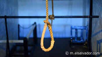 Esposa encuentra ahorcado a policía en Sonzacate - elsalvador.com