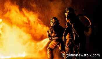 A Fire Rages Incendie Saint-sauveur Canada Building Catches Fire Today News Talk - Today News Talk