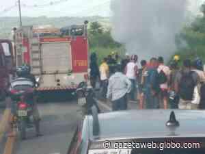 VÍDEO: Após colisão, motocicleta pega fogo e uma pessoa morre em Satuba - Gazetaweb.com