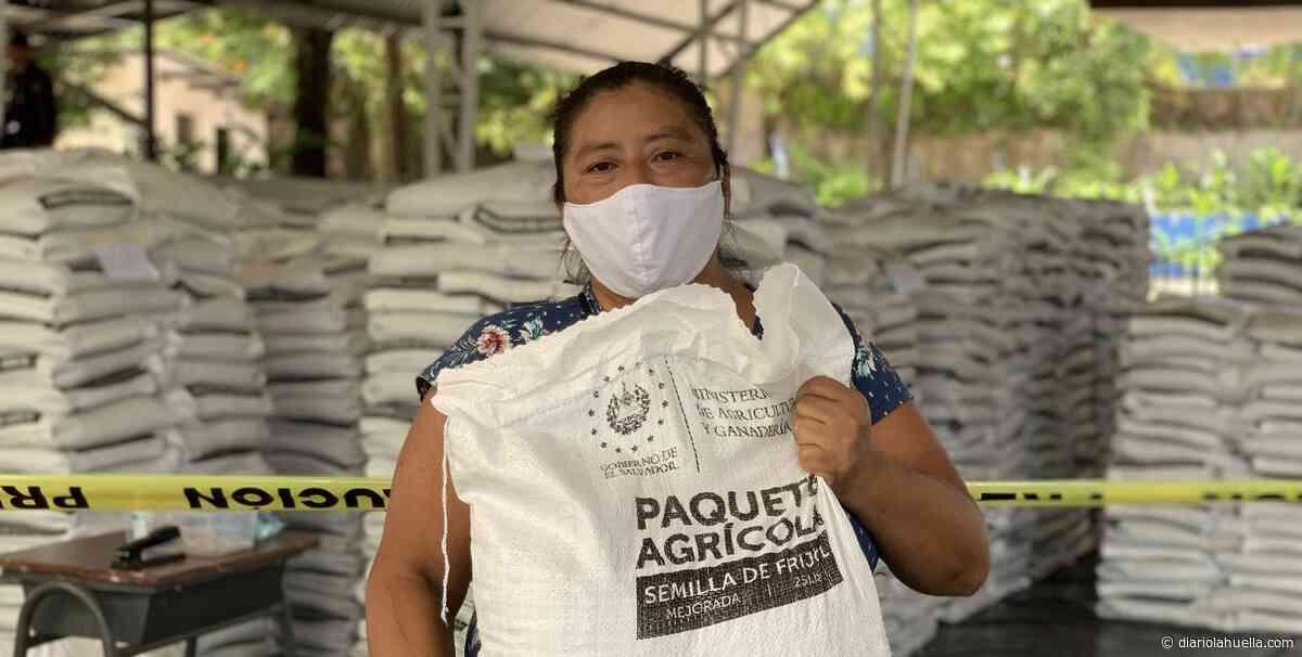 Gobierno sigue con la entrega de Paquetes Agricolas en Cojutepeque, Cuscatlán - Diario La Huella