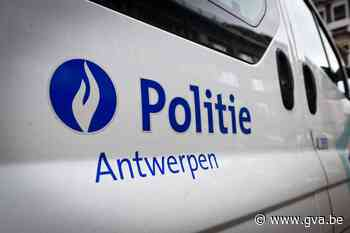 Bestuurder beschadigt drie geparkeerde wagens bij aanrijding (Hoboken) - Gazet van Antwerpen