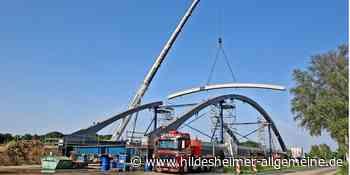 Kraftakt bei Harsum: Kran hievt Teile für Brückenbau über Kanal heran - www.hildesheimer-allgemeine.de
