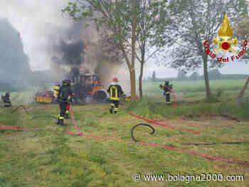 Incendio di un mezzo agricolo nel pomeriggio ad Argelato - Bologna 2000