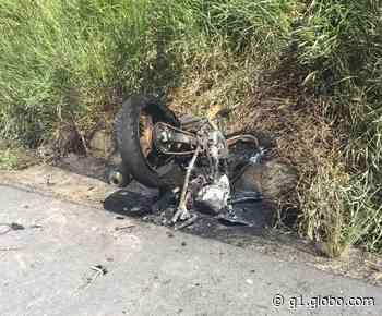 Moto incendeia após colidir contra van em Satuba, AL; uma pessoa morreu e outra ficou ferida - G1
