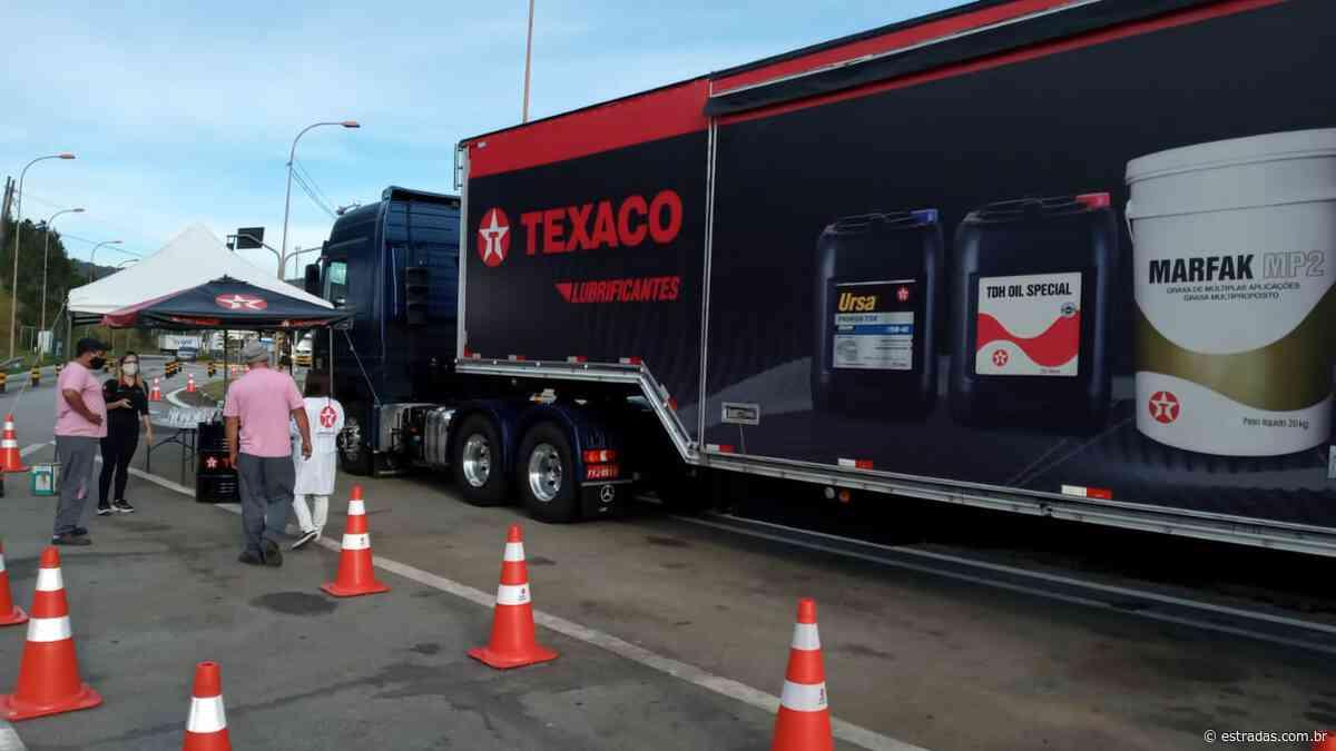 Caminhoneiros têm à disposição serviços gratuitos na SP-070, em Guararema (SP) - Estradas