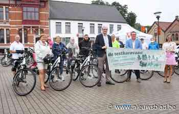 Inwoners testen elektrische fietsen (Koekelare) - Het Nieuwsblad