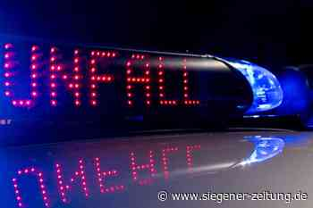 Crash beim Überholen: Motorradfahrer kollidiert mit Auto - Siegener Zeitung
